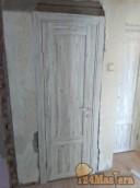 Дверь под цвет старой стены