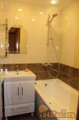 При правильном подходе даже в самую маленькую ванную комнату можно уместить всё необходимо...
