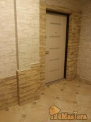 облицовка декоративным камнем откосов входной двери