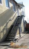 Лестница на 2_ой этаж магазина