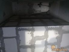 Укладка перегородок санузла в квартире из блоков