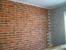 Наклейка декоративного кирпича на стену и последующее покрытие лаком