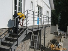 Горный, балкон с лестницей
