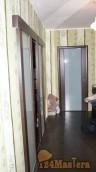 слева зал откатная 2я, впереди спальня, эти двери ПВХ есть...
