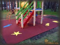 Сосны. Рулонное резиновое покрытие детской площадки с рису...