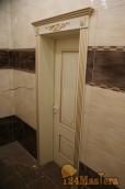 Дверь в санузел с капителями - вид изнутри