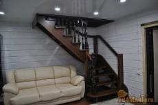 Лестница деревянная поворотная материал - массив БУКА с ко...