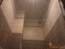 установка потолка в туалете