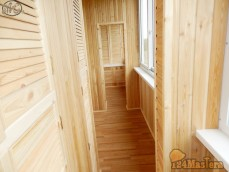 Красивый балкон. Отделка деревянной вагонкой.Внутренняя отделка балконов, лоджий. Поднима...