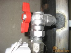Установка углового крана Giacomini (отвод на счетчик - отсечной кран)
