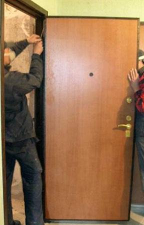 установка и демонтаж металлических дверей в москве