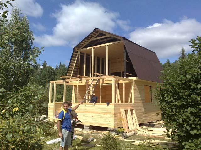 Небольшие дома с мансардой своими руками 82
