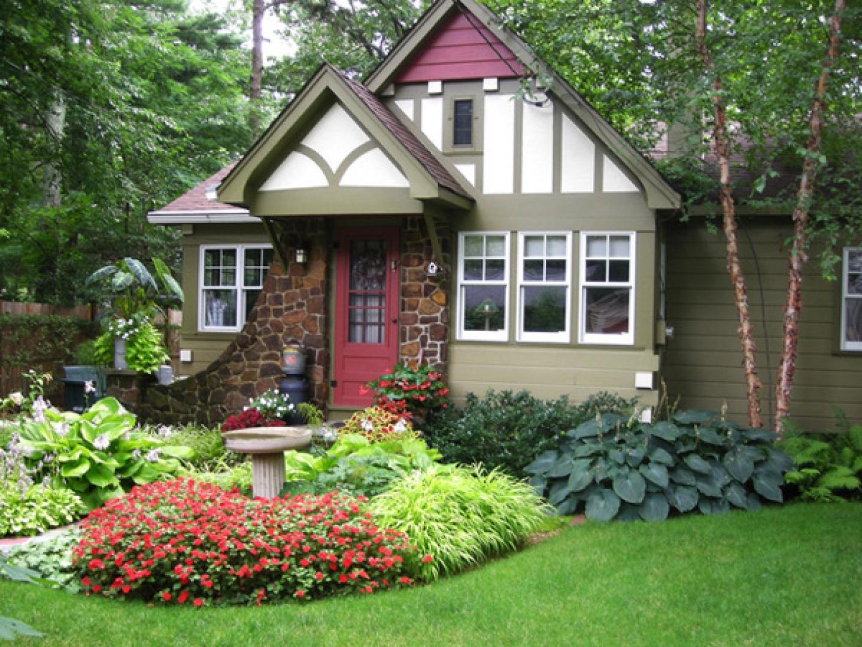 Загородный дом с ландшафтным дизайном