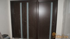 Двери Грандекс, слева распашная в зал, справа комната.
