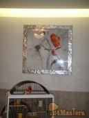 Часы-картина, подсветка ниши светодиодной лентой, обеденная группа из ротанга. Квартира на...