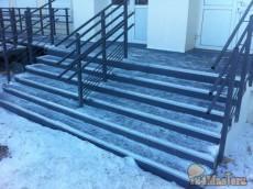 облицовка рулонным резиновым покрытием gummi-рельеф. крыльцо - бетон, пандус - металл.