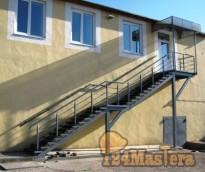 Уличная входная лестница.