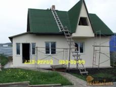 Дом построен из бруса, по фасаду утеплен, оббит гладким шифером, при этом заделаны все швы...