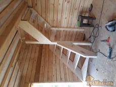 Деревянные лестницы на 2 этаж.