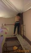 Монтаж потолка на лестничной площадке в двух-уровневой квартире