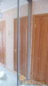 Вид дверь в ванную, слева в нише популярное место для шкафа купе