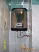 Отводы и розетку для водонагревателя делаю на коробе.