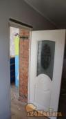 Неруси строили коттедж, пришлось ставить закладки сверху на все двери
