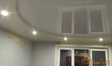 Двух-уровневый потолок, перелом 6 см, верхний уровень белый глянец, нижний - бежевый сатин...