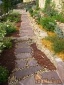 Обустройство природным камнем шаговые дорожки 297-89-53